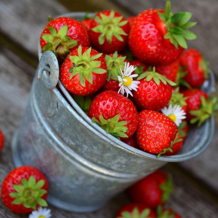 Primăvara este sezonului iubirii... căpșunelor? Pentru ten și pentru păr!