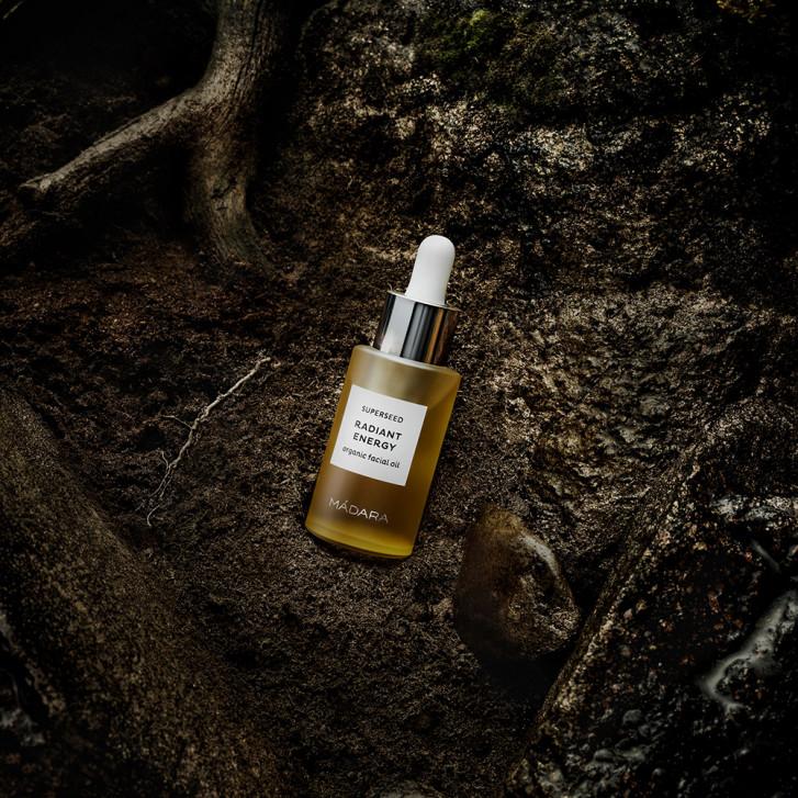 Protejează tenul și animă spiritul – folosește un ulei facial!