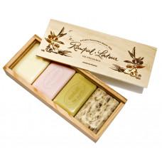 4 săpunuri naturale în cutie din lemn cadou